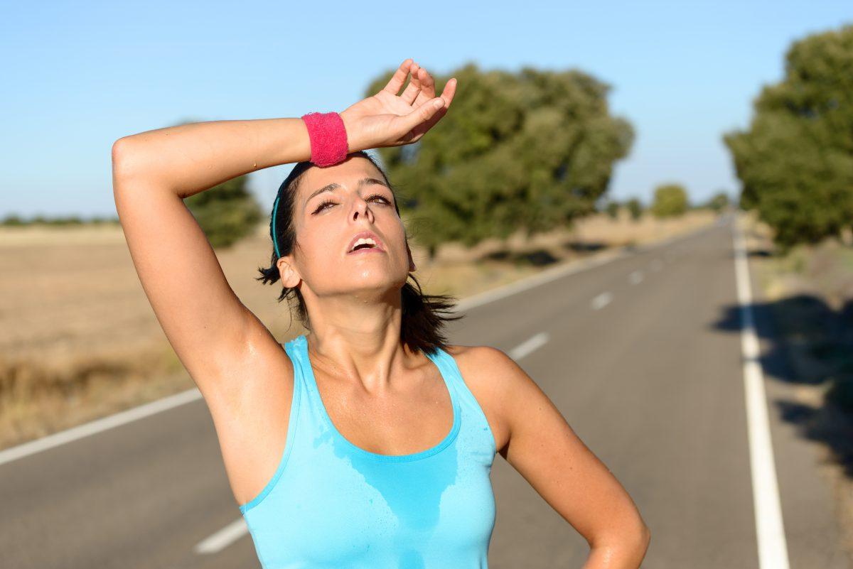 W tej chwili dowody są już jasne: aktywność fizyczna jest doskonała dla zachowania zdrowia [16], nie jest jednak aż tak ważna przy odchudzaniu się. Nie oczekuj spektakularnych efektów w odchudzaniu zaostrzając tylko i wyłącznie treningi [11].